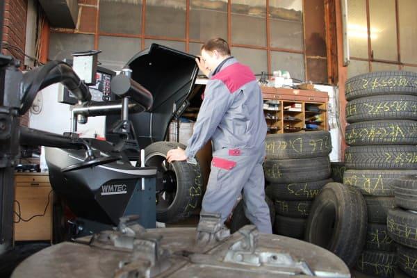 Autohaus Meyer: Reifenwechsel mit neuer Maschine