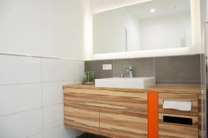 Sanitäranlagen-Waschtisch