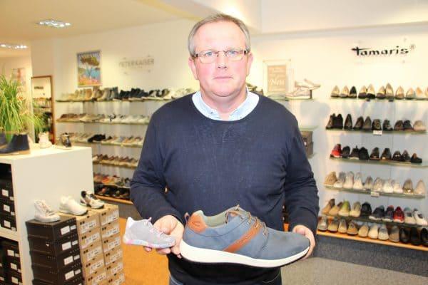Schuhe für kleine und große Füße gibt es beim Schuh- und Sporthaus Niemann