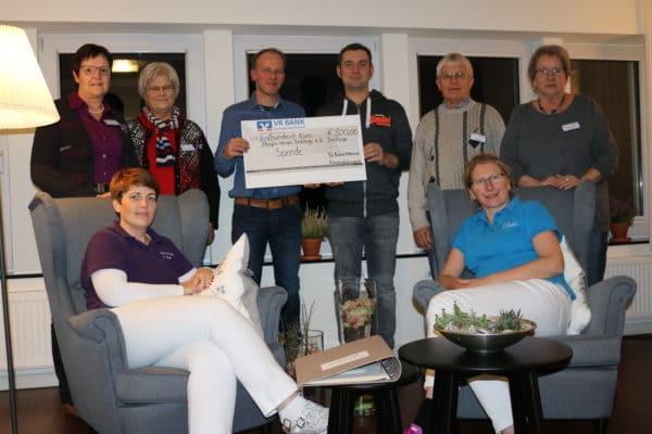 Stephan Bokern und Mark Beuse spenden 500 Euro an das Hospiz Dinklage