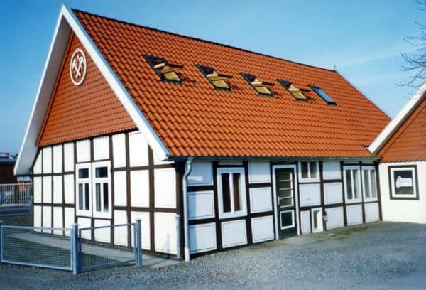 Dachdeckergesellen und Bauhelfer: Dachdeckerei Vagelpohl sucht dringend Verstärkung
