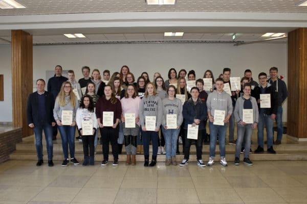 Dinklager Schüler sammeln für Kriegsgräberfürsorge