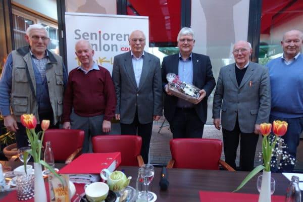 Dinklages CDU-Stadtverbandsvorsitzender Robert Blömer referiert bei Senioren-Union