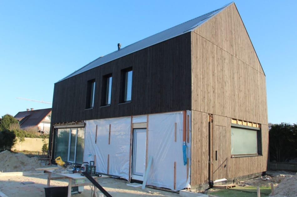 einzigartiges projekt holzbau brockhaus baut privathaus mit fassade aus l rchenholz und n geln. Black Bedroom Furniture Sets. Home Design Ideas