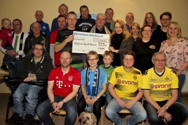 1000 Euro für den Förderverein St. Theresia: Dinklager Fanclubinitiative übergibt Erlös des Fanclubkohlessens