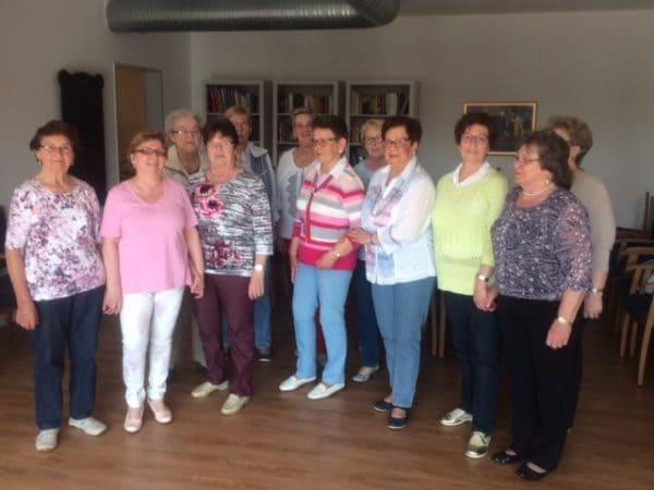 Viel Freude und gute Laune garantiert: Tanzen für Frauen ab 60 in der Weberstube im Wohnpark Alte Weberei