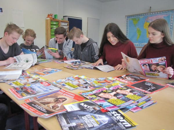"""Es """"zischt"""" im Unterricht / Oberschule Dinklage beim Projekt """"Zeitschriften in die Schulen"""" dabei"""