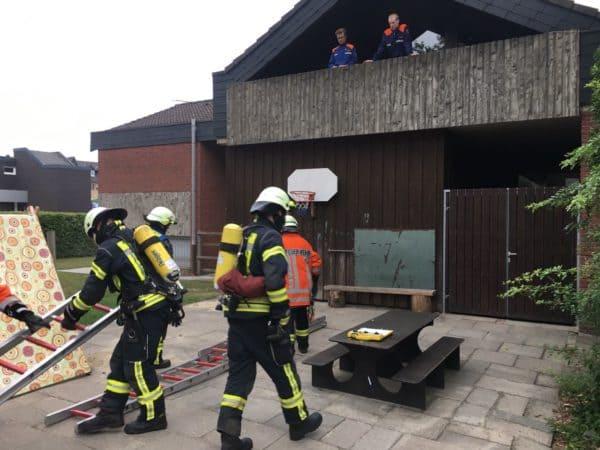 Kellerbrand mit Menschenleben in Gefahr: Feuerwehr Dinklage probt den Ernstfall bei Begegnungsstätte