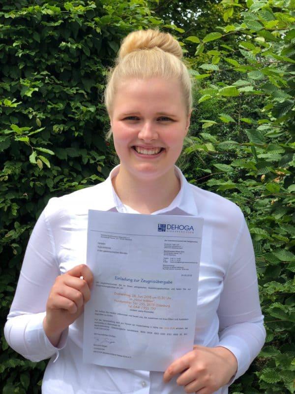 Alicia Küpker vom Rheinischen Hof besteht Ausbildung zur Hotelfachfrau und wird in Festanstellung übernommen